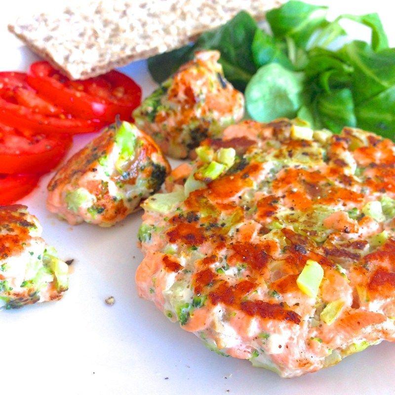 Hamburguesa de salmón y brócoli