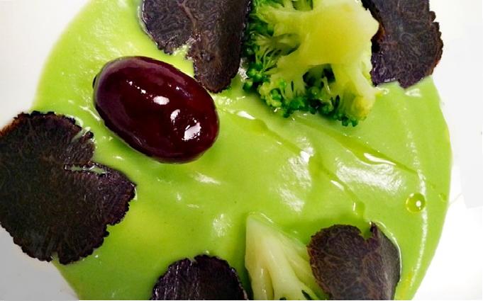 Crema de brócli a la trufa negra